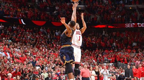 derrick-rose-buzzer-beater-game-3-bulls-cavaliers-2015-nba-playoffs